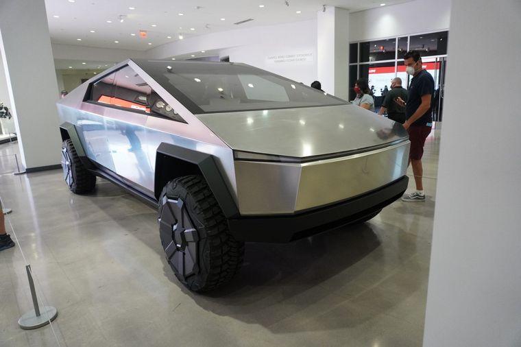 FOTO: Tesla Cybertruck, por primera vez exhibido en público