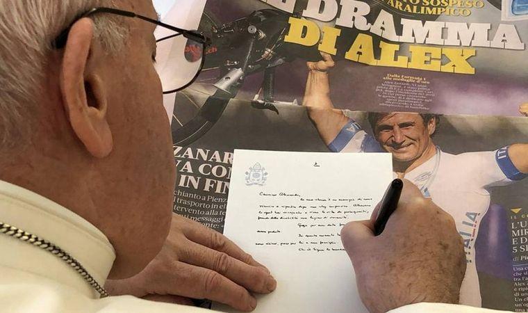 FOTO: El Papa le escribió una emotiva carta a Alex Zanardi