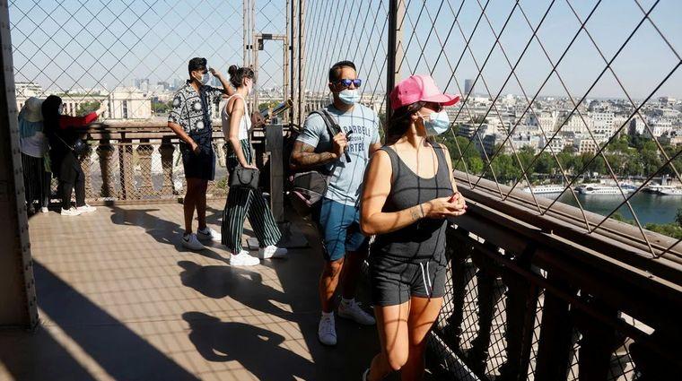 FOTO: Reabrieron la Torre Eiffel después de 104 días (foto: @lecho)