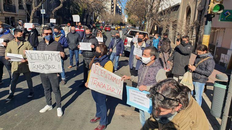 FOTO: Bares de Córdoba se movilizaron en Córdoba reclamando por la reapertura de locales