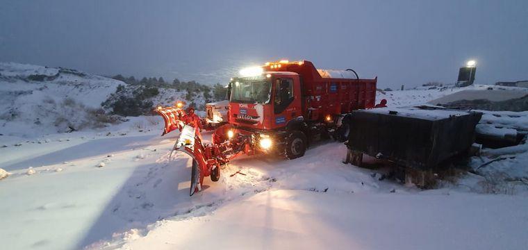 AUDIO: Bariloche amaneció bajo un intento manto blanco de nieve