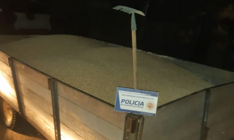 FOTO: Dos detenidos por robo de maíz en Villa Valeria.