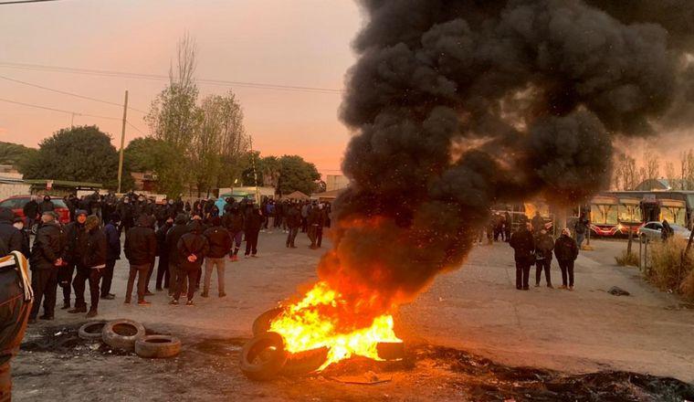 FOTO: Choferes paralizaron las líneas de Ersa y Aucor en Córdoba.