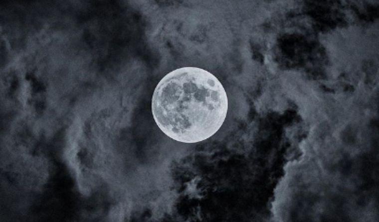 FOTO: Un perfumista francés asegura que recreó el aroma de la Luna.