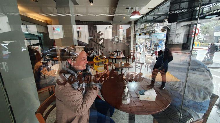 FOTO: El bar Bon Q' Bon también abrió sus puertas para recibir a sus clientes