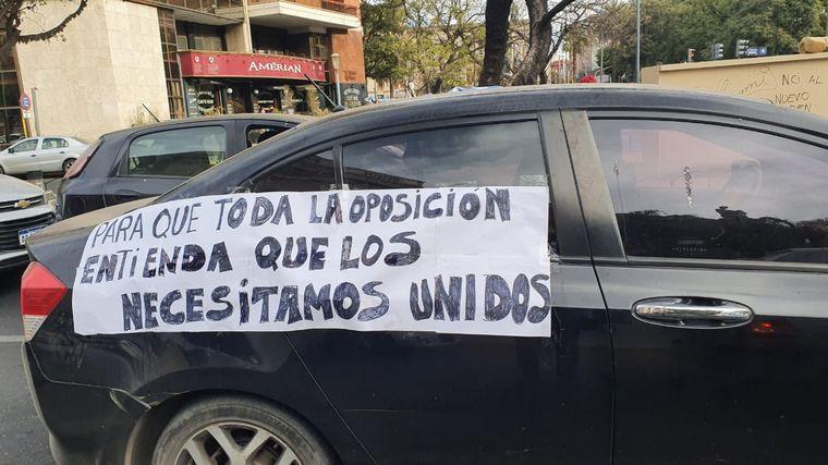 FOTO: Banderazo en contra del Gobierno nacional en Córdoba.