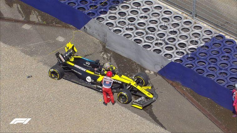 FOTO: El RS20 de Ricciardo se estrelló contra las barreras en la curva 9