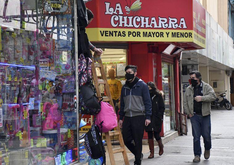 FOTO: Comercios en Córdoba en el feriado puente