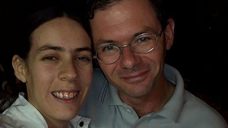 FOTO: Romina y Andrea durante el tratamiento en una clínica cordobesa.