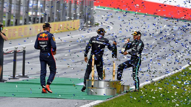 FOTO: Vettel va al box con el alerón roto. Ferrari, el punto más bajo del fin de semana