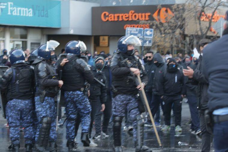 FOTO: Secuencia de imágenes de los disturbios en la marcha de UTA