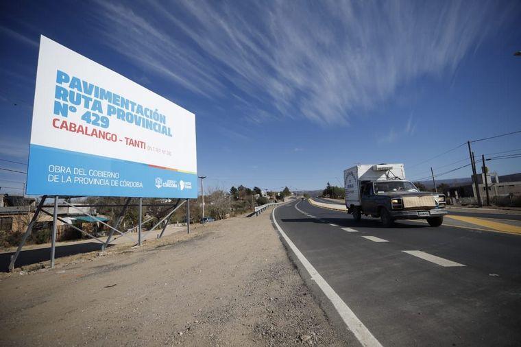 FOTO: Schiaretti inauguró la pavimentación entre Cabalango y Tanti
