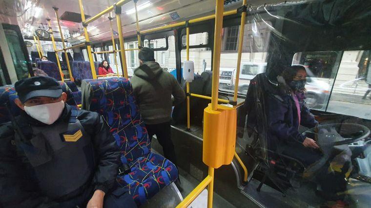 AUDIO: Los pasajeros esperan en las paradas con demoras de hasta 40 minutos