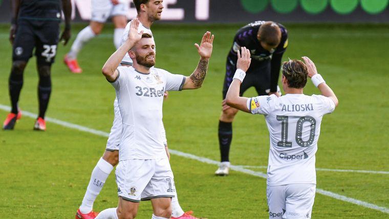 FOTO: El Leeds celebró el campeonato con una goleada.