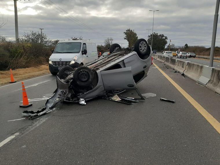AUDIO: Un hombre salvó su vida tras un accidente en la Ruta E-53 en Córdoba.