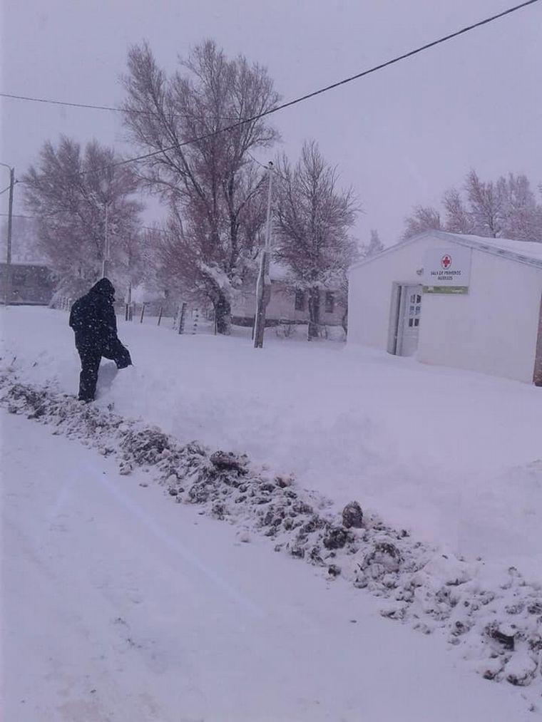 FOTO: Las nevadas aislaron a un pueblo en Río Negro.