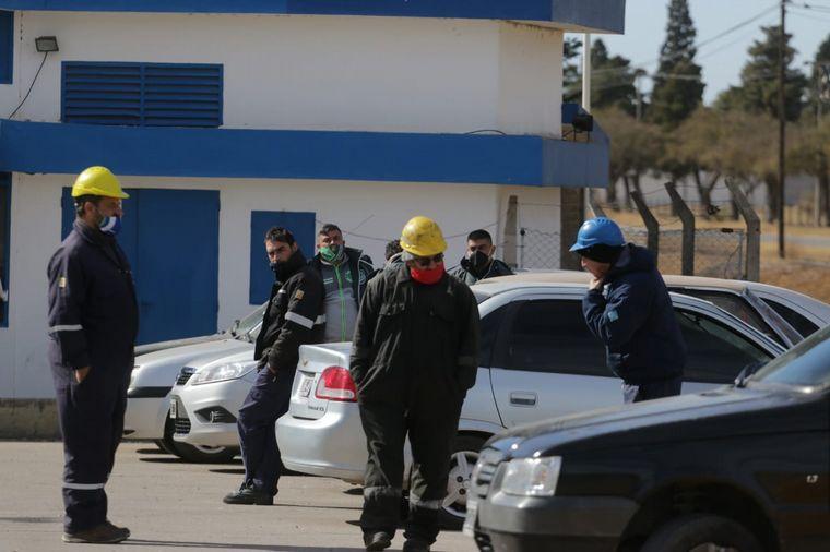 FOTO: Asamblea de camioneros en la planta de YPF de Monte Cristo.