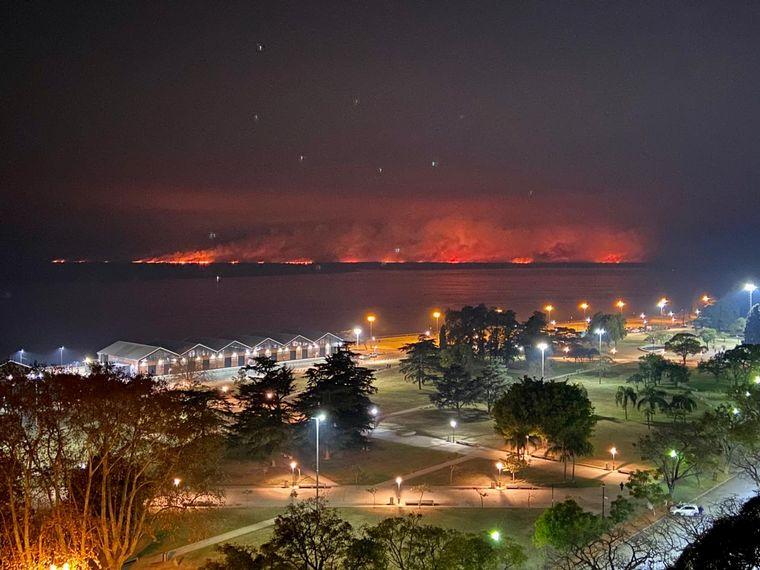 AUDIO: Volvieron los incendios a las islas entrerrianas y el humo a Rosario