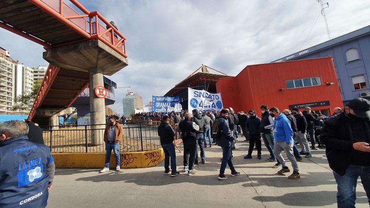FOTO: La CGT y Aoita se concentraron en la Terminal de Ómnibus.