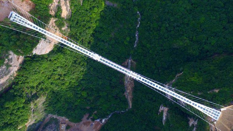 Vídeo: abren en China el puente de cristal más largo del mundo