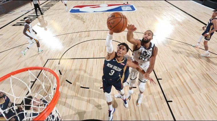 FOTO: Utah Jazz le ganó sobre el epílogo a New Orleans Pelicans.