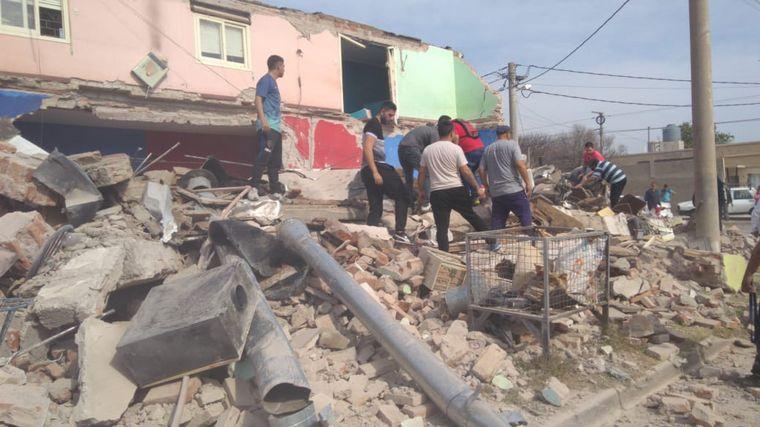 AUDIO: Se derrumbó una casa en San Luis y hay al menos tres heridos