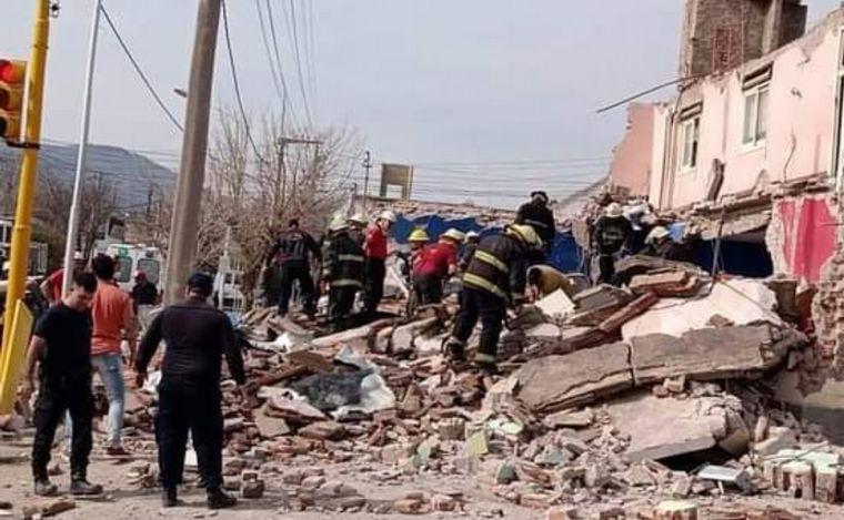 FOTO: Según los vecinos, tras el derrumbe se escuchó una fuerte explosión.