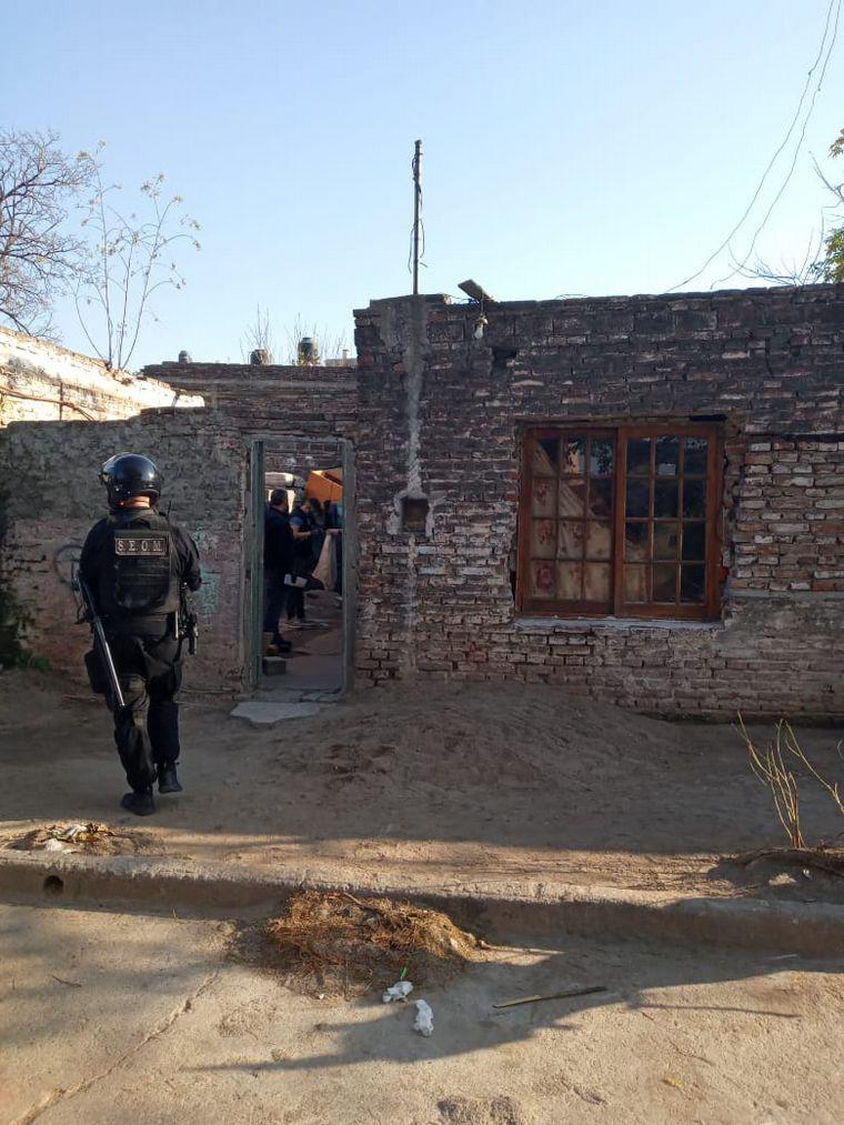 FOTO: Operativo de detenciones en barrio Yapeyú.