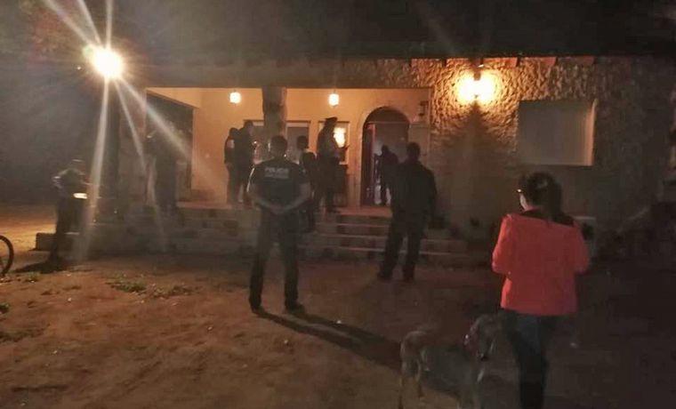 FOTO: Lilian Zapata, madre de la niña desaparecida y detenida junto a su pareja.