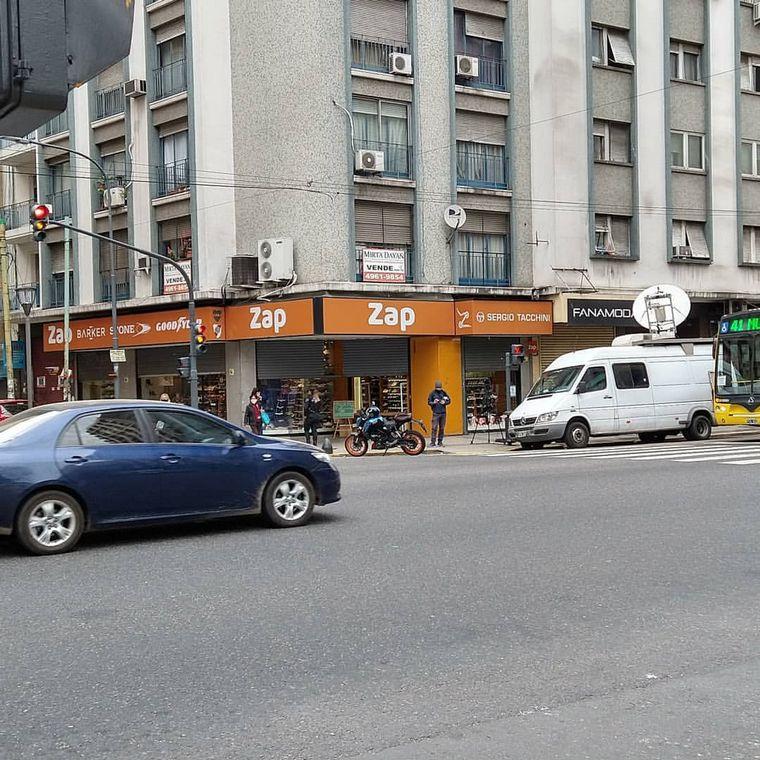 AUDIO: Comerciantes de Once abren sus puertas sin estar habilitados