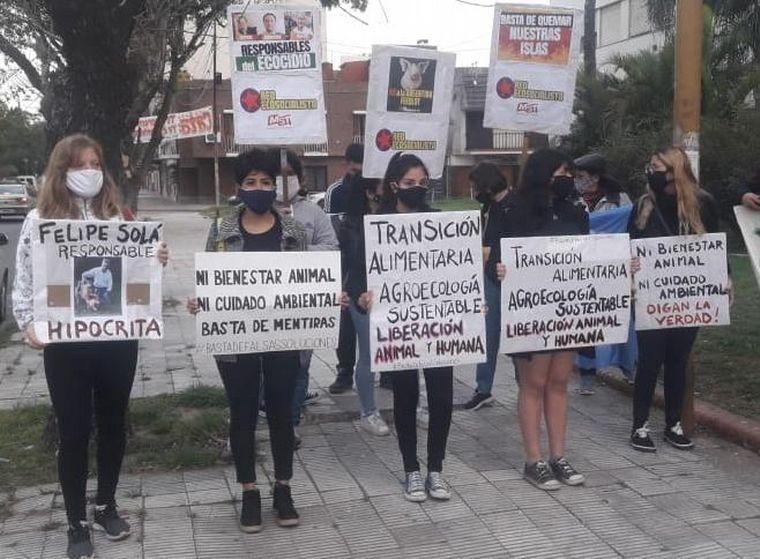 FOTO: Ambientalistas se manifestaron por los derechos porcinos