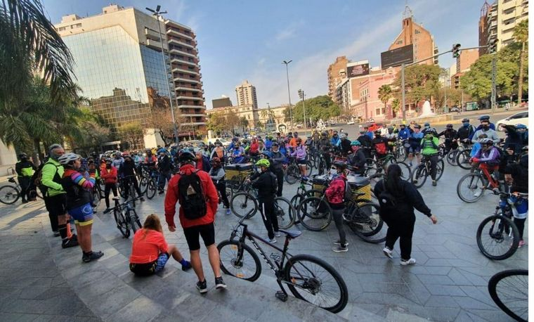 AUDIO: Los ciclistas concentraron en el Patio Olmos antes de dirigirse a la sede
