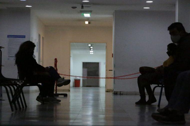 AUDIO: Trasladaron a pacientes del Hospital Córdoba por tres casos positivos