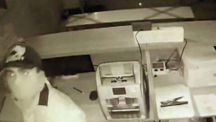 Asaltante muere al cortarse el cuello accidentalmente сuando robaba un banco — India