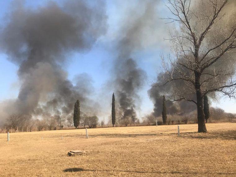 FOTO: Incendio en la zona del campo militar de La Calera