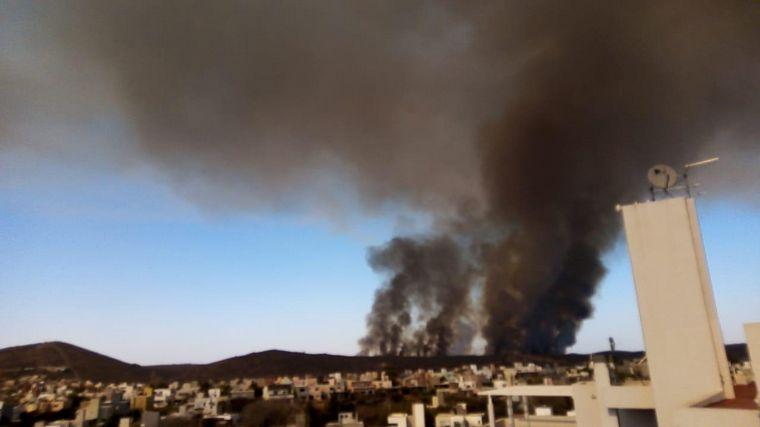 AUDIO: Nueve cuarteles y cuatro aviones hidrantes combaten el fuego en La Calera.