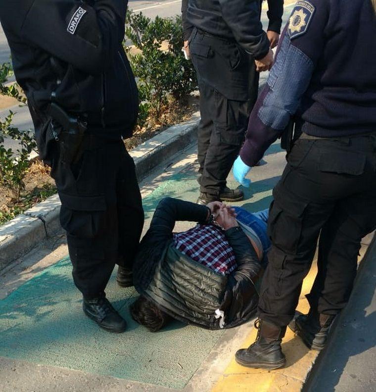 FOTO: Detenidos en Rosario por asaltar una panadería y disparar a la policía.