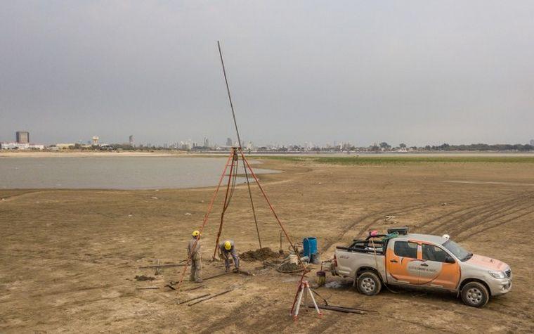 FOTO: Realizan perforaciones en la laguna Setúbal de Santa Fe.