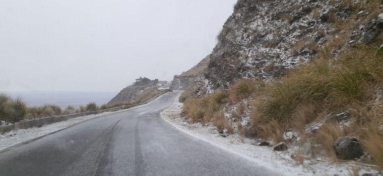 FOTO: Por nieve, cortan el camino al Filo de las sierras en Merlo