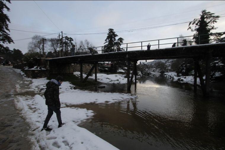 FOTO: Copiosa nevada cubrió La Cumbrecita en Calamuchita, Córdoba.