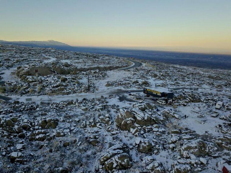 FOTO: El Parador Giulio Cesare completamente nevado y desde el cielo (Foto: Juan Filloy).