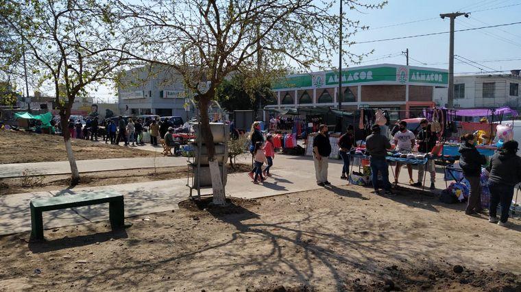 FOTO: La feria en Villa El Libertador a pesar de la pandemia del coronavirus.