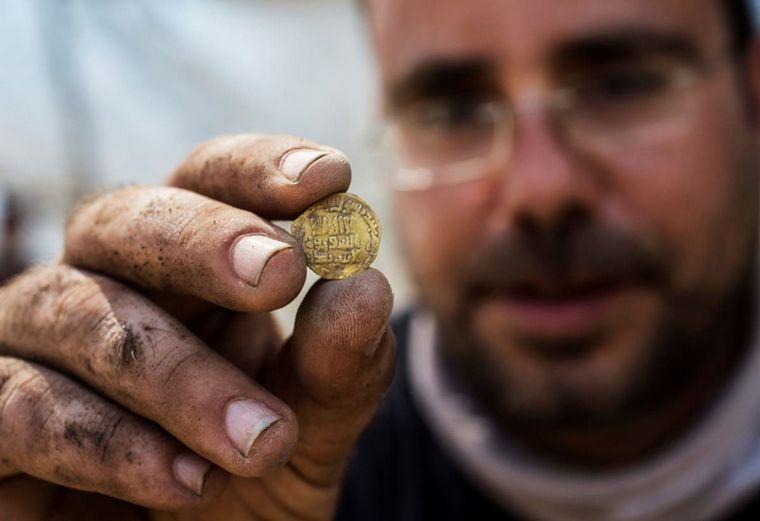 FOTO: Las monedas datan de hace mil años.