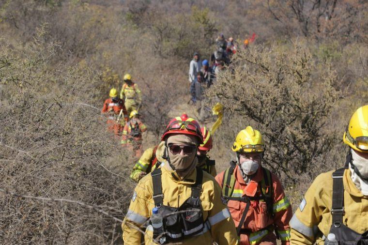FOTO: Heroica lucha contra el fuego en las sierras de Córdoba.