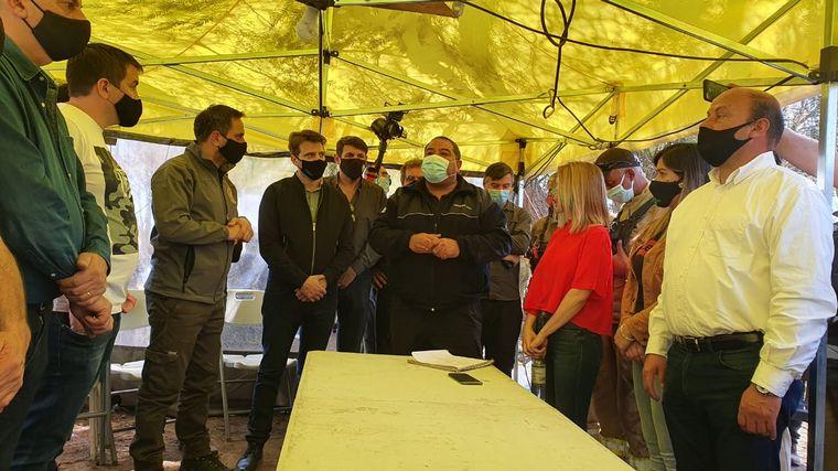 FOTO: Cabandié habló con los medios en la localidad de La Cumbre.