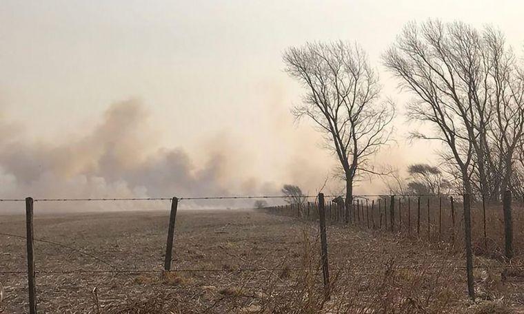"""VIDEO: """"Más de 2 mil hectáreas afectadas en La Carlota"""", dijo Castellano."""