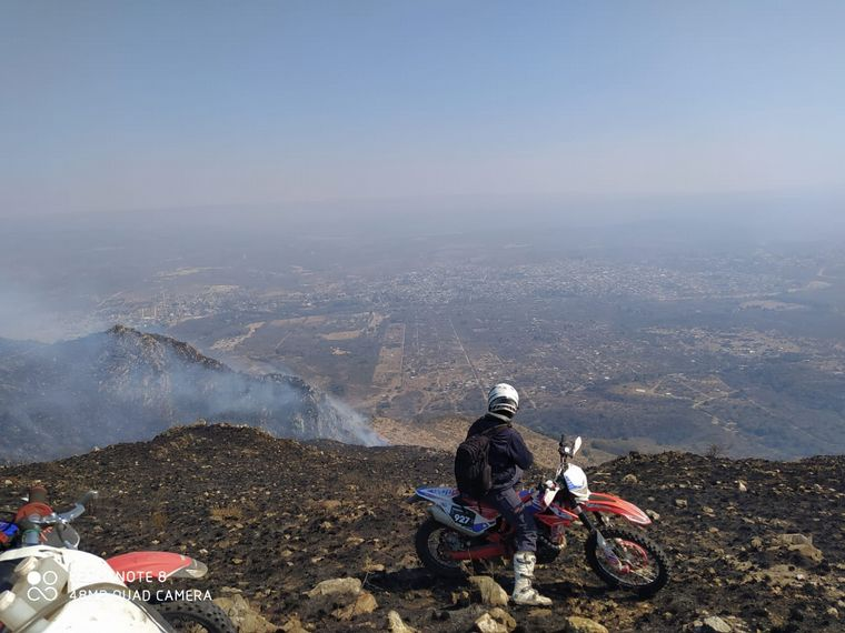 AUDIO: Motociclistas de enduro se sumaron a la ayuda a bomberos en Punilla.