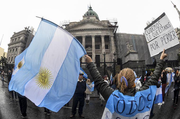 FOTO: Manifestantes se Congregaron frente al Congreso contra la reforma judicial.