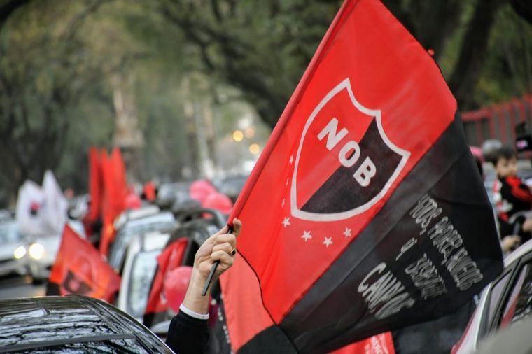 AUDIO: Masiva caravana en Rosario para que Messi vaya a Newell's