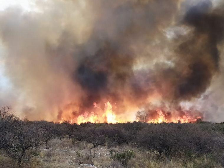 AUDIO: Bomberos trabajan en varios puntos calientes de las sierras cordobesas